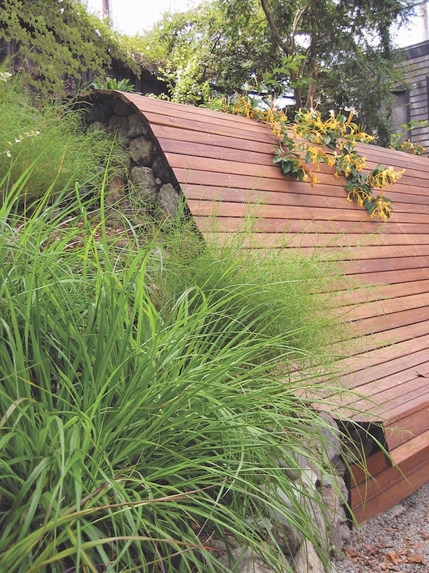Retaining_wall_and_bench