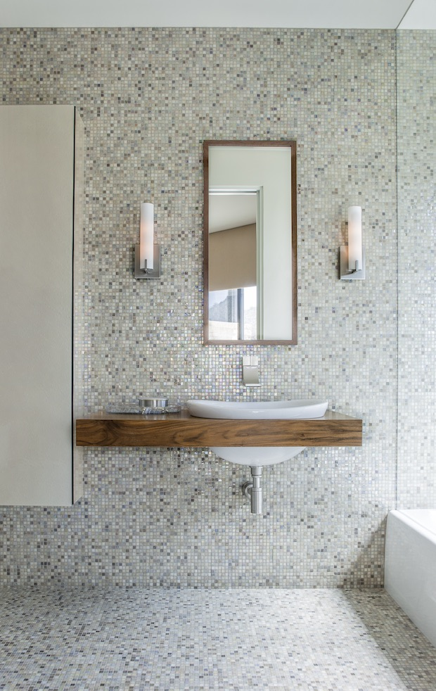 Bathroom_with_mosaic_wall_floor