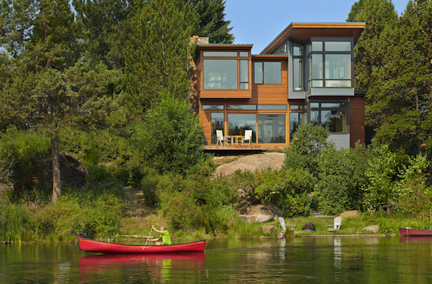 House on the bank of the Deschutes River